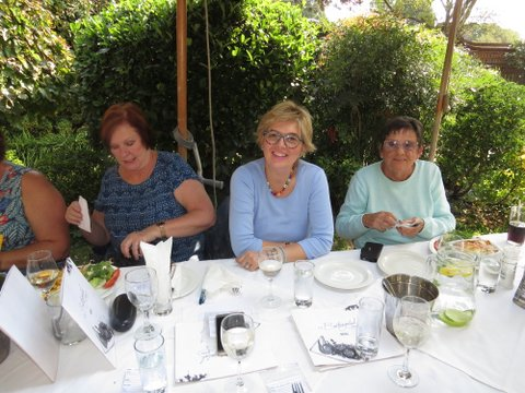 Lunch bunch at Buitengeluk